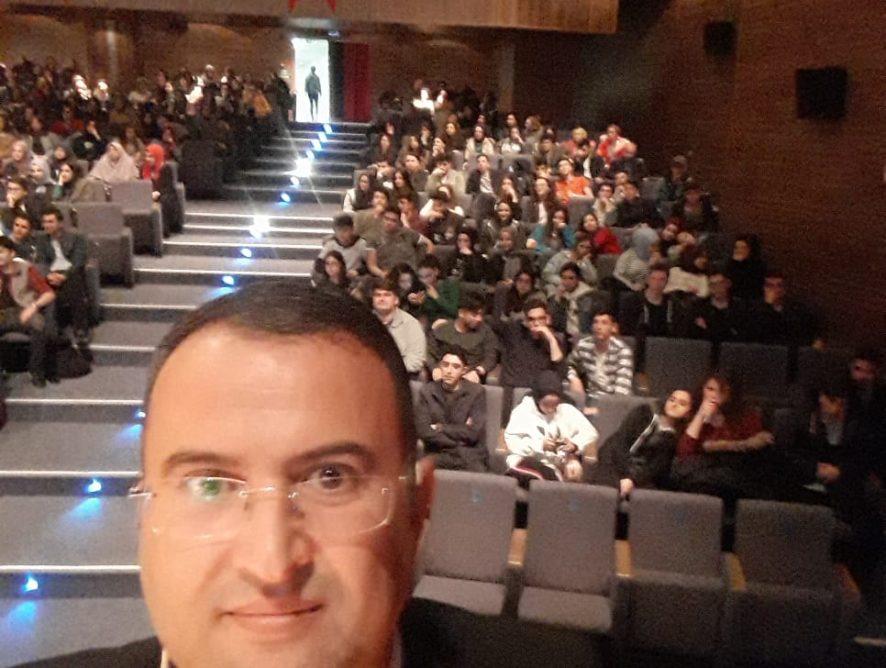 İstanbul Büyükşehir Belediyesinin Doğru Meslek ve Tercih Konferansında Esenler ilçesi 12. Sınıf öğrencilerine konferans verdim. 09.04.2019
